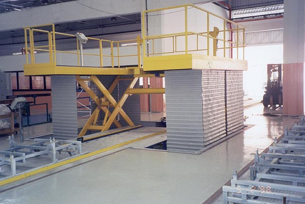 Variable height access platform on large goods vehicle production line
